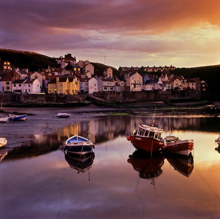 Self-catering cottage in Staithes. Sunset over Staithes harbour