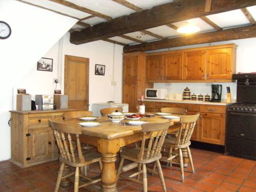 Staithes Cottages Accommodation Oak-beamed kitchen